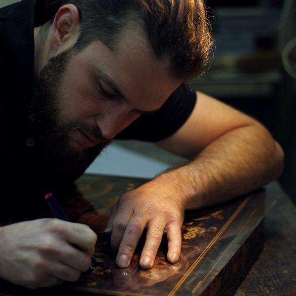 artisan restaurateur de meuble dessin marqueterie